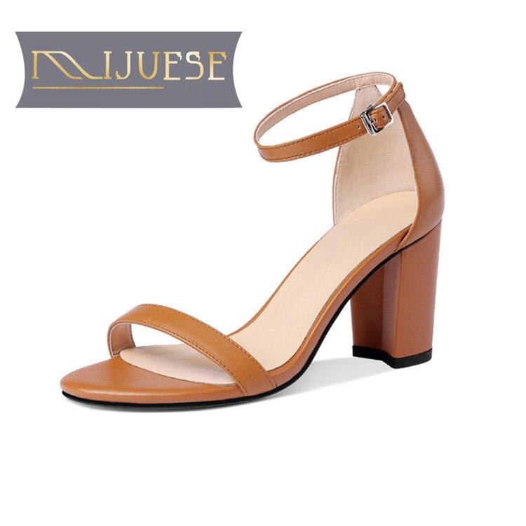 Mljuese 2018 النساء الصنادل جلد طبيعي إبزيم حزام البني اللون المصارع عالية الكعب أحذية النساء حجم 34 42-في كعب عالي من أحذية على  مجموعة 1