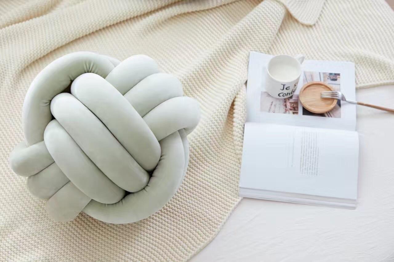 Прекрасна възглавница с топка - Домашен текстил - Снимка 3