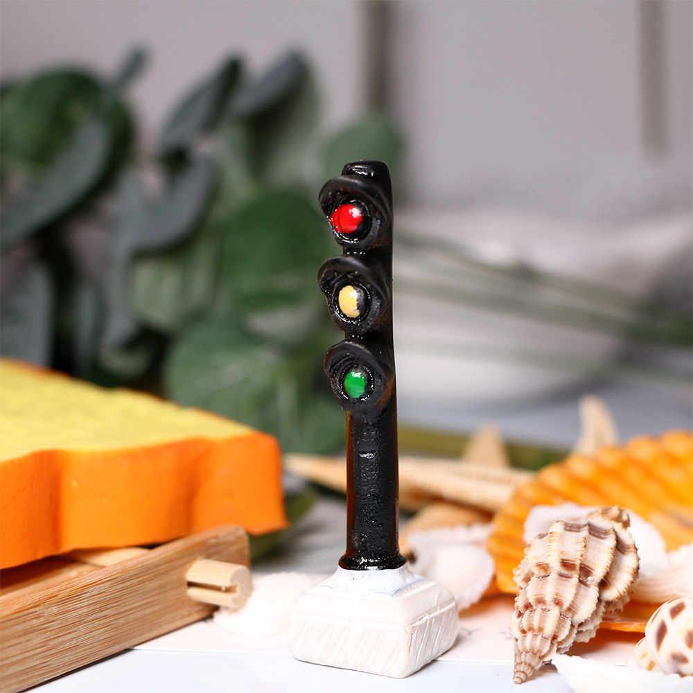 Mini żywica Światło sygnalizacji ruchu modelu uliczne Led sygnały światła uliczne modelowania kolejowego budynku zestawy przejazdu kolejowego domek dla lalek