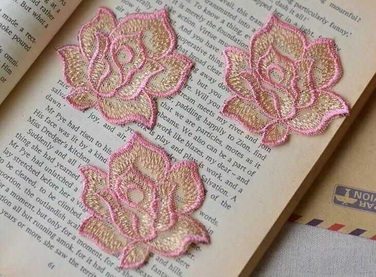 Вышивка роза в кружевах