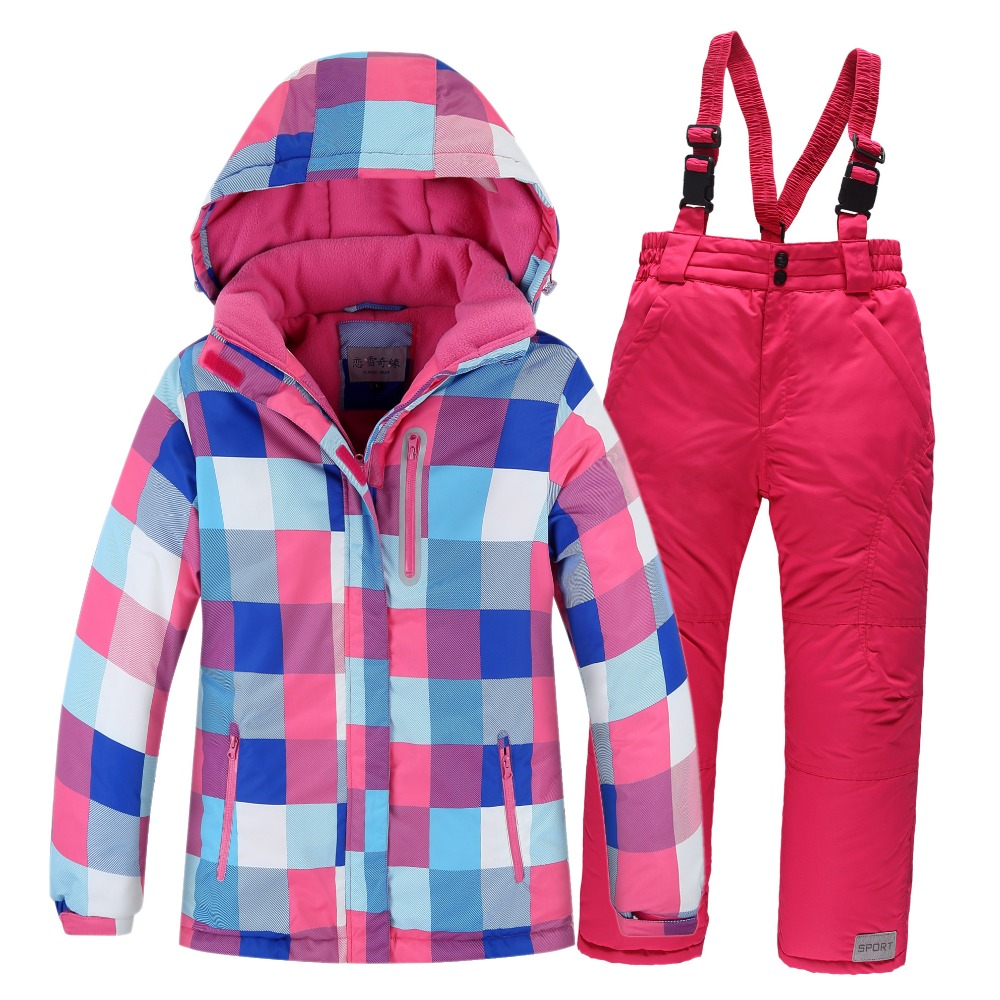 Find kids snow clothing on sale at Auski on our kids snow clearance page. Boys and girls ski jackets, pants, apre boots and other snow gear all at discounted prices online. Kids ski gear can be expensive if you have to replace it every year so why not buy hgh quality kids ski gear on sale and save.