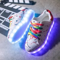 2018 New Fashion Glowing Sneakers with Luminous Sole Luminous Sneakers LED Light Shoes for Kids Boys Girls Shoes