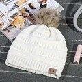 Las Nuevas 2017 Mujeres de la Moda Gorro de Punto Otoño Invierno Al Aire Libre hombres Sombrero Caliente Skullies CC Marca Bola de Pelo Pesado Giro gorros