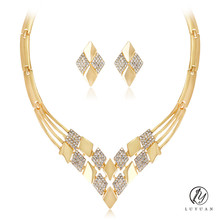 Fashion Geometric Gold Color Women Wedding Jewelry Sets Alloy Crystal Pendant Necklace Luxury Africa Dubai Jewelry Stud Earrigns