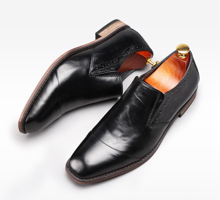Autumn Handmade Genuine Leather Slip On Dress Shoes Men Square Toes Top Quality Business Casual Dress Shoes Men Carved Shoes