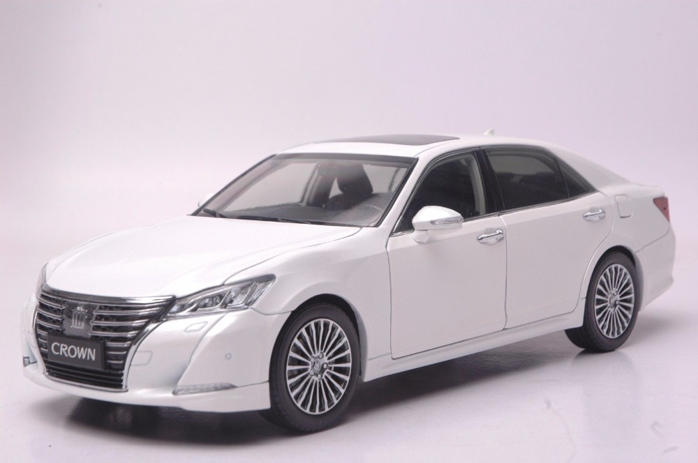 цена на 1:18 Scale Diecast Model Car for Toyota Crown 2015 White Alloy Toy Car Collection