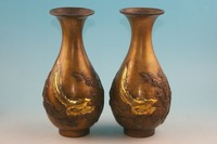 Old bronze Cinese vasi, intagliato fiori e uccelli Una coppia