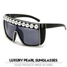 2019 Luxury Pearl Sunglasses Women Vintage Square Gothic Large Frame Wa