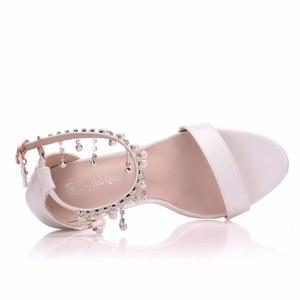 Image 5 - Kristal Kraliçe Kadınlar Zarif Topuklu Düğün Ayakkabı Kadınlar Için yüksek topuklu sandalet İnci Püskül Zincir Platformu Beyaz parti ayakkabıları