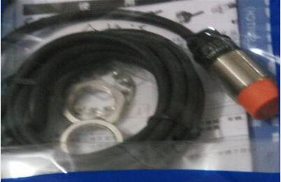 6afdc19c7 Envío libre 2 unids lote nuevo interruptor PR18-8DP CC tres alambre PNP  normalmente abierto sensor inductivo
