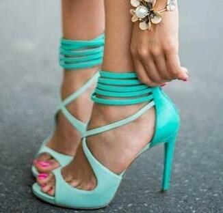 أحدث لذيذة الفيروز strappy sandas حزام النساء اللباس أحذية عالية الكعب خفض التدريجي الصليب امرأة الصيف قفص حذاء امرأة-في كعب عالي من أحذية على  مجموعة 1