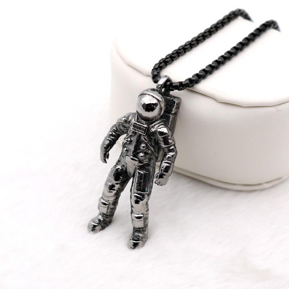 Astronaut Pendant Necklace Spacewalk Infinite Universe Imaginative Galaxy Solar System Men Jewelry