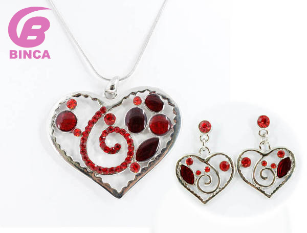 High Quality necklaces Fashion Enamel Jewelry set Choker Alloy Heart Necklace and earrings set  Jewelry Wholesale  NS17443