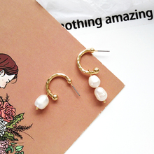 Trend versatile personality metal texture c-shaped earrings for daily wear with asymmetric trend student temperament