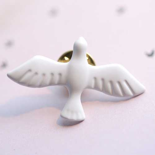 Hot Sale 1pc New Korean Metal Art White Beautiful Peace Dove Fashion Brooch Collar Pins Badge for Women Men Sweater Cute Jewelry