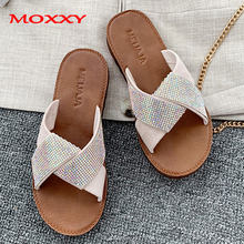 2019 New Ladies Luxury Rhinestone Slippers Women Home Indoor slippers Dames Fashion Summer Flat Beach Slipper Slides Shoes Woman