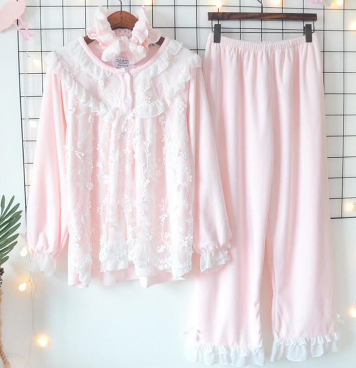 2019 New Women's Lace Hook Flowers Pure Color Velvet Sweet 3 Piece Pajama Sets Winter O-neck Sleepwear Nightwear Home Suits