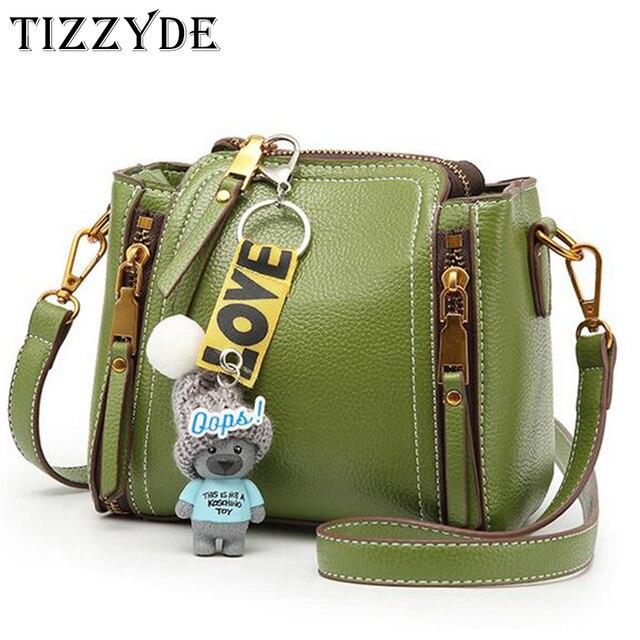 25718796dcd Mulheres Zipper Fitas TIZZYDE Messenger Bag Mini Moda Urso Pingente Senhora  Populares Bolsas Femininas Grife HSP81