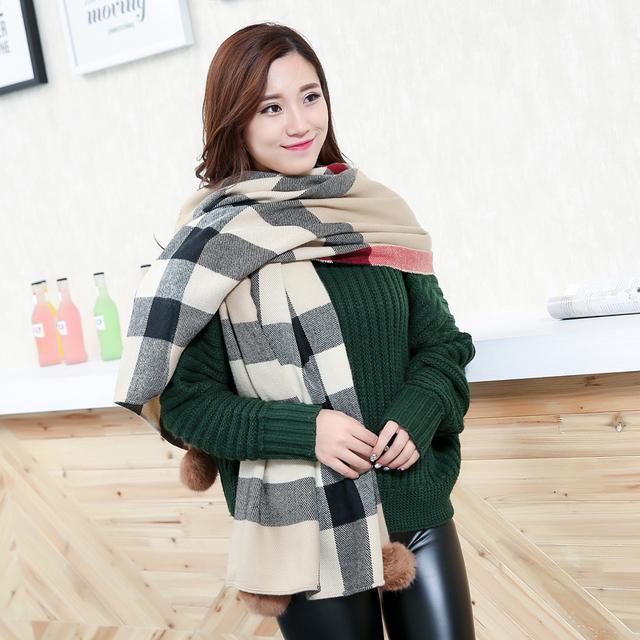 2016 New Design Inverno Pashmina Macio Têxtil Cobertor Xadrez Cachecol Mulheres Cashmere Envoltório Xaile quente bola peludo longo lenço de Tartan
