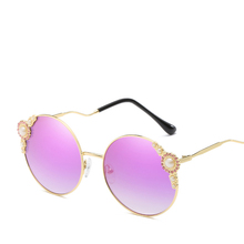 2018 Женщины Мода Круглые Солнцезащитные очки Негабаритные женские солнцезащитные очки Перл Кружева Рамка Изогнутые Эйргласс Ноги Солнцезащитные очки для женщин