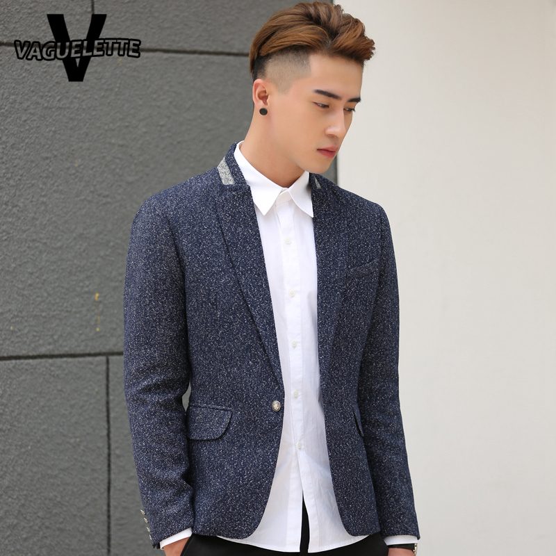 A matching grey suit is arguably the most classic way to wear a grey blazer and is great for lots of situations. Wear your jacket with some black jeans for a more casual outfit. Blue jeans with a grey jacket are perfect for a casual summer look.