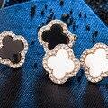 2 pares/set (preto/branco) Coreano Moda Simples Rhinestone Clover Brinco de Ouro Do Parafuso Prisioneiro de Jóias para as mulheres pendientes
