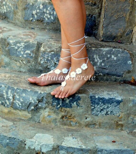 Genoeg witte bloemen op blote voeten sandalen, bruiloft op blote voeten &JD18