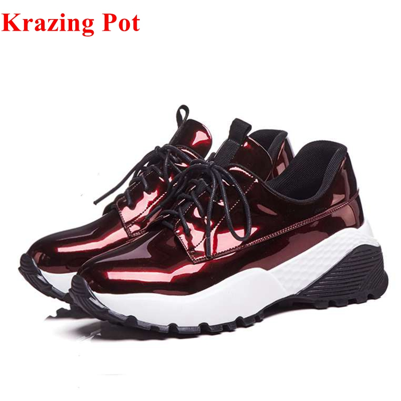 2018 Krazing pot fashion increased patent leather flat platform sneakers round toe lace up casual women Vulcanized shoes L6f2 цена 2017