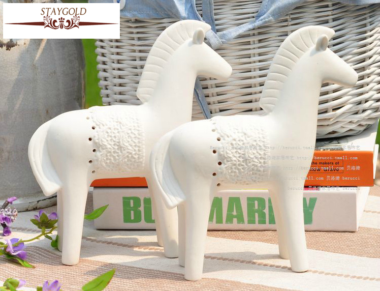 Staygold Faust War Horse Frosted White Porcelain Crafts Simple Home Decoration Garden Decoration Abrasive Ceramics
