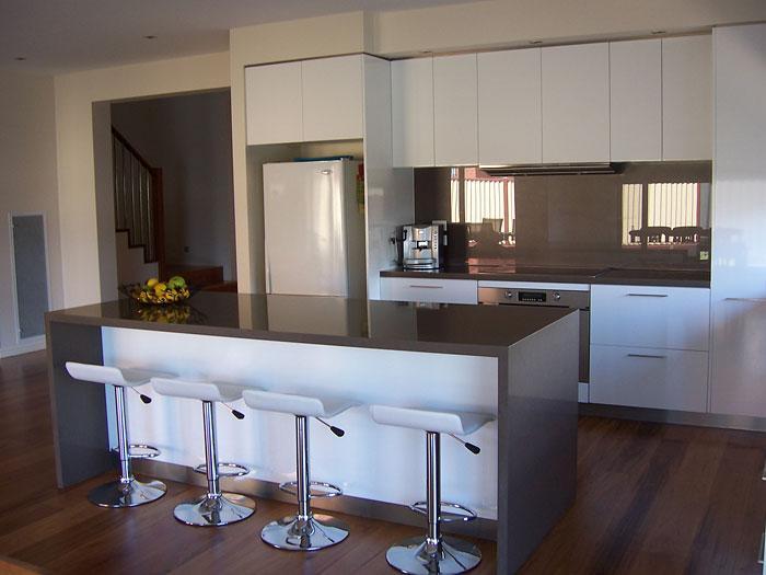 Australia White Glossy Kitchen Cabinet Water Fall Island