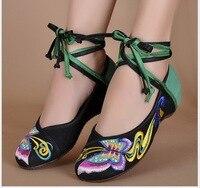 Borboleta cauda de andorinha Bordado 2017 primavera/verão nova velha Pequim sapatos de pano bordado Confortável Sapatos de Dança Casuais