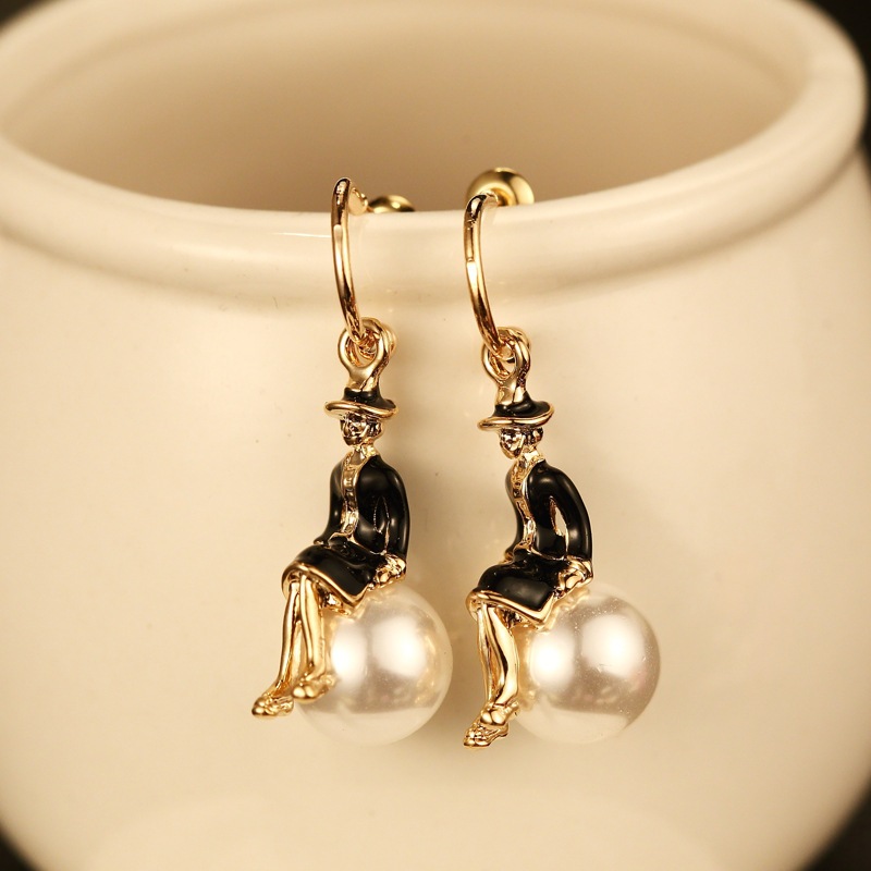 Mimiyagu trendy golden  lady pearl stud earring for women