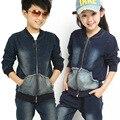 2017 весной и осенью новые джинсы для мальчиков и девушки 2-12 лет презерватив случайный двух частей джинсовом костюме набор