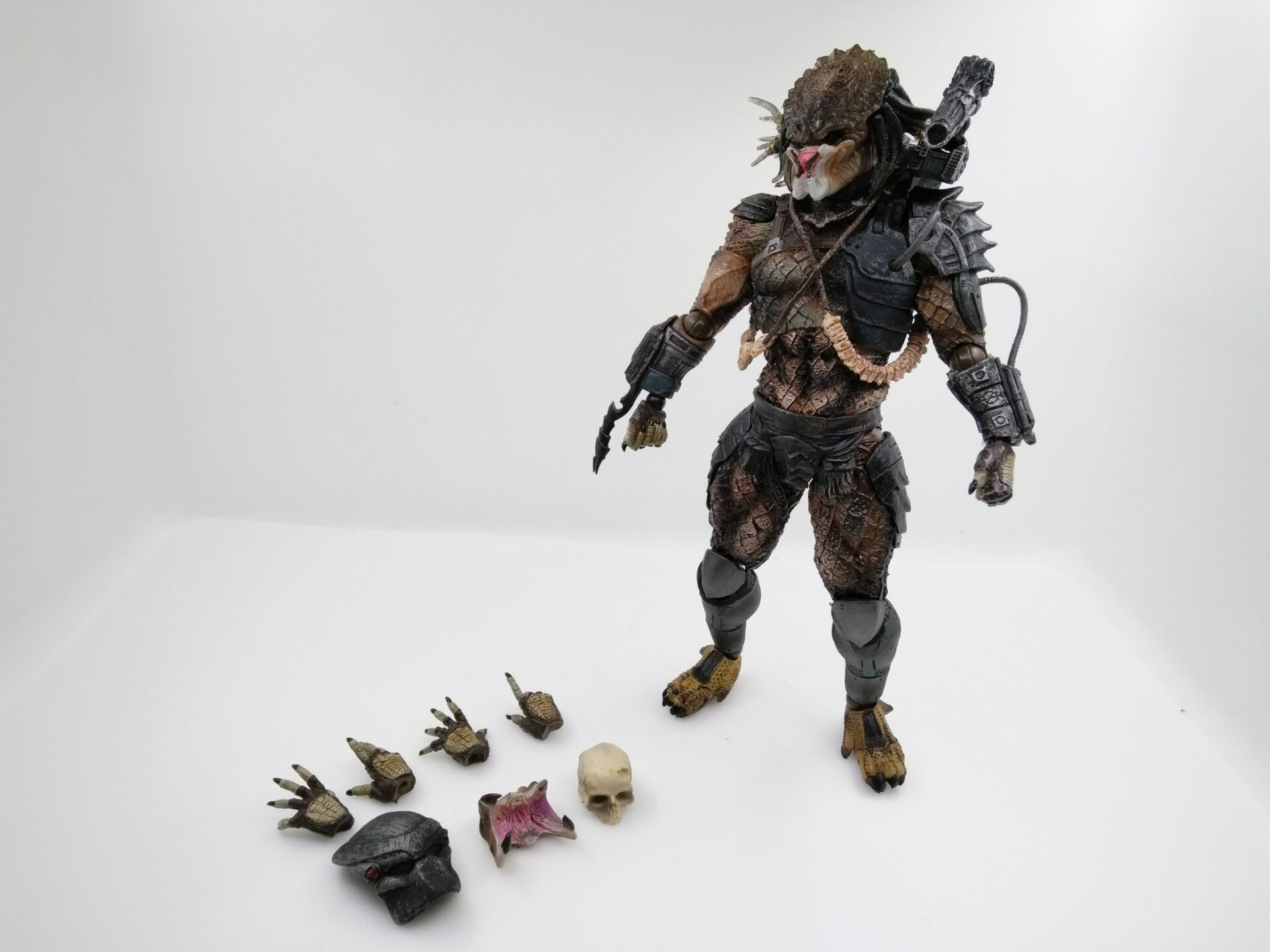 WVW 27CM Hot Sale Movie Hero Predator Alien Play Arts Model PVC Toy Action Figure Decoration For Collection Gift cartoon fight hero star model desktop decoration gift