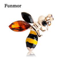 Emaille Kleine Bee Vorm Broche Goud-Kleur Geel Rhinestone Insect Broches Corsage Hijab Pin Jurk Decoratie Vivid Animal Joias(China)