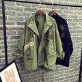 De gran tamaño Trench Coat Las Mujeres de Corea de La Vendimia Manga Murciélago Diseño Remiendo Del Bordado Verde Del Ejército Remache de Algodón Outwear Abrigo Negro Femme