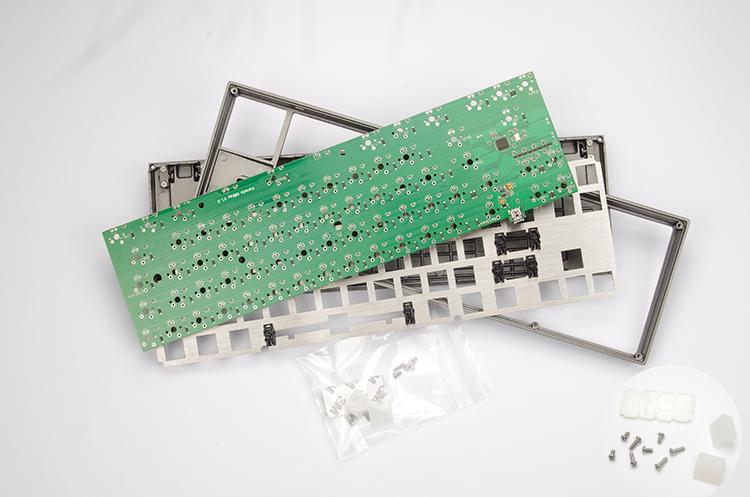 Prix pour Haute qualité VA68M VA68 DIY Kit CNC Anodisé Boîtier En Aluminium PCB Plaque pour 68 Mécanique Clavier de Jeu