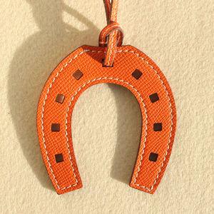 Image 5 - ออกแบบแบรนด์ที่มีชื่อเสียงหรูหรา Horse Hoof Horseshoe ของแท้หนังพวงกุญแจจี้ Key CHAIN ผู้หญิงกระเป๋า Charm อุปกรณ์เสริม