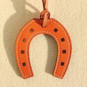 Image 5 - LLavero de lujo de piel auténtica con forma de caballo de diseño de marca famosa, llavero con colgante, bolso para chicas y mujeres, accesorios con encanto