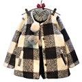 Capa de las muchachas niños de lana a cuadros moda blanco negro chaqueta de los niños ropa de invierno