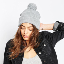 Sombrero del invierno de los hombres de moda de punto sombreros negros  otoño sombrero grueso y cálido y capó sombrero gorro suav. d8cd29ecefb