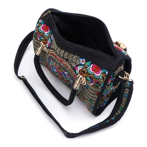 Image 4 - Thinkthendo新しい女性の花刺繍ハンドバッグエスニック自由奔放に生きるキャンバスショッピングトートジッパーバッグ国家のスタイルの花プリントバッグ