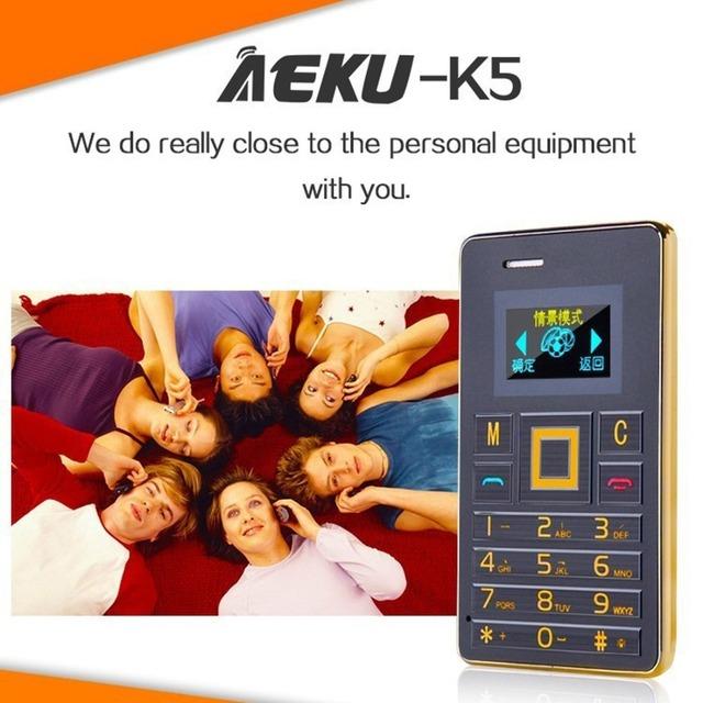Aeku k5 teléfono móvil la tarjeta de 5.5mm ultra delgado de bolsillo mini slim tarjeta de Teléfono de 0.96 pulgadas Teclado QWERTY 2G Tarjeta GSM Celular Del Niño teléfono