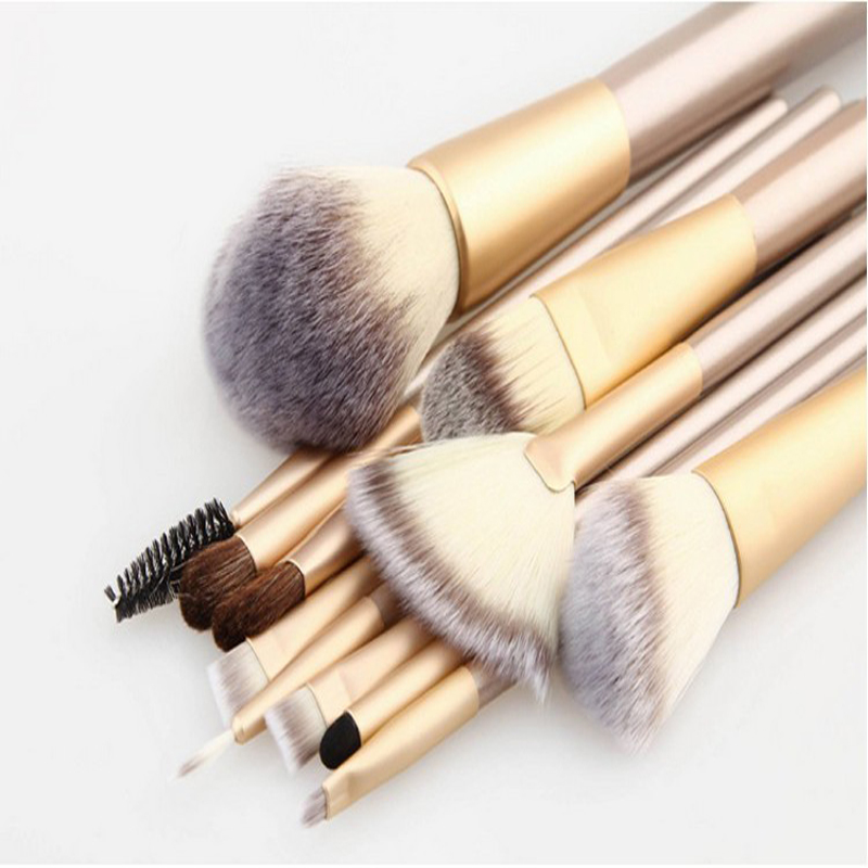 Eye makeup brushes and
