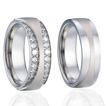 baa120544bb9 Aniversario boda banda anillos los amantes hombres alianzas Cubic Zirconia  anillo de pareja de Color plata anillos para las mujeres