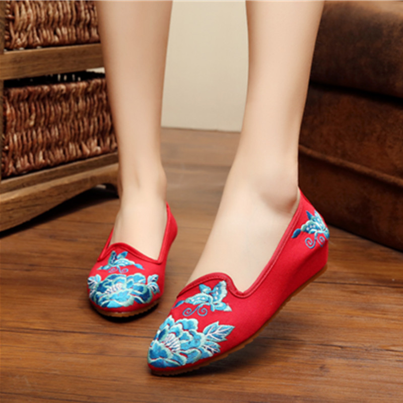 Fashion Pointed Toe Old Beijing Style Women Shoes Wedding Shoes Embroidery Of Flowers