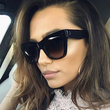 Vintage Oversize luxury Sunglasses Big Frame street shot sunglasses Personality Leopard border Women glasses