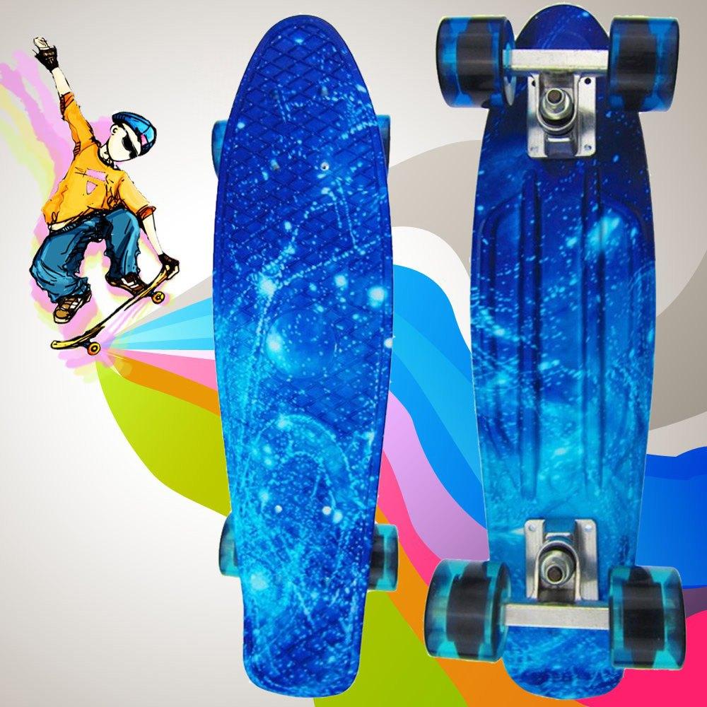 Prix pour Haute Qualité 100 kg Charge Rétro Planche À Roulettes Ciel Étoilé Motif Conseil Durable Lumière En Plein Air de L'environnement Sport Skate Board Bleu