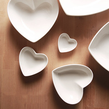 High Quality White Ceramic Under Glazed Heart Bowls Porcelain Ramen Bowl Chinese Soup Mixing Bowls Food Container Tableware Gift