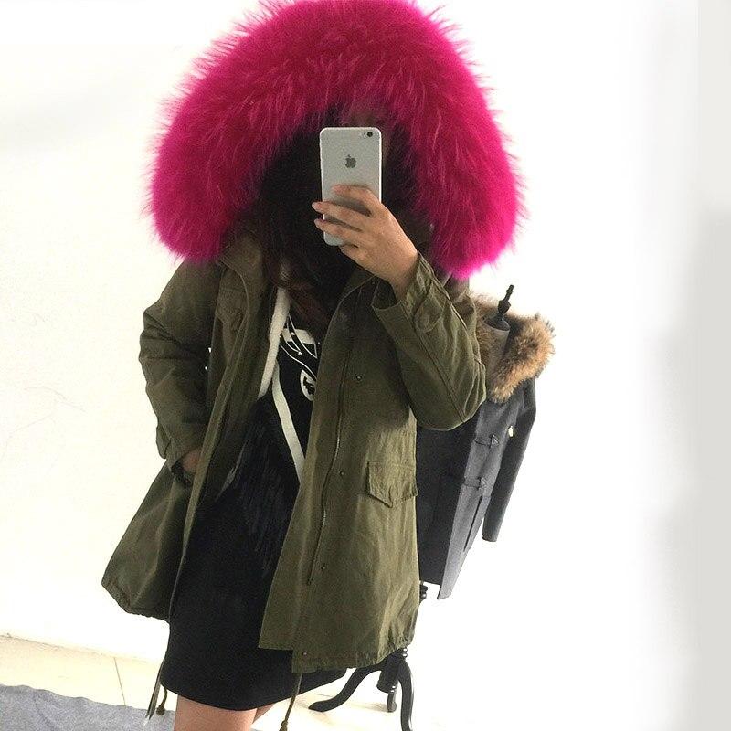 Abrigo con capucha de pelo rosa